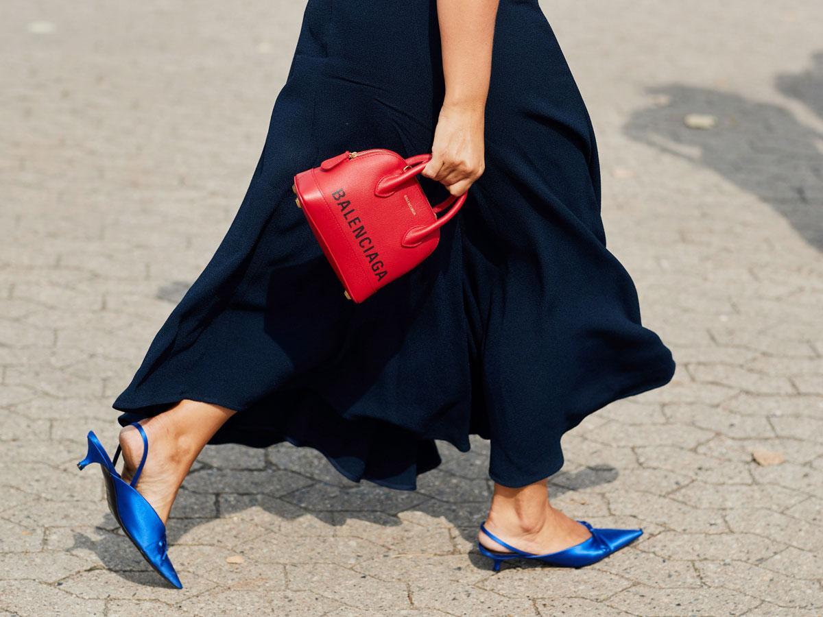 48c15329 Jaki buty pasują do granatowej sukienki? Dobierz kolor i fason - Jak ...