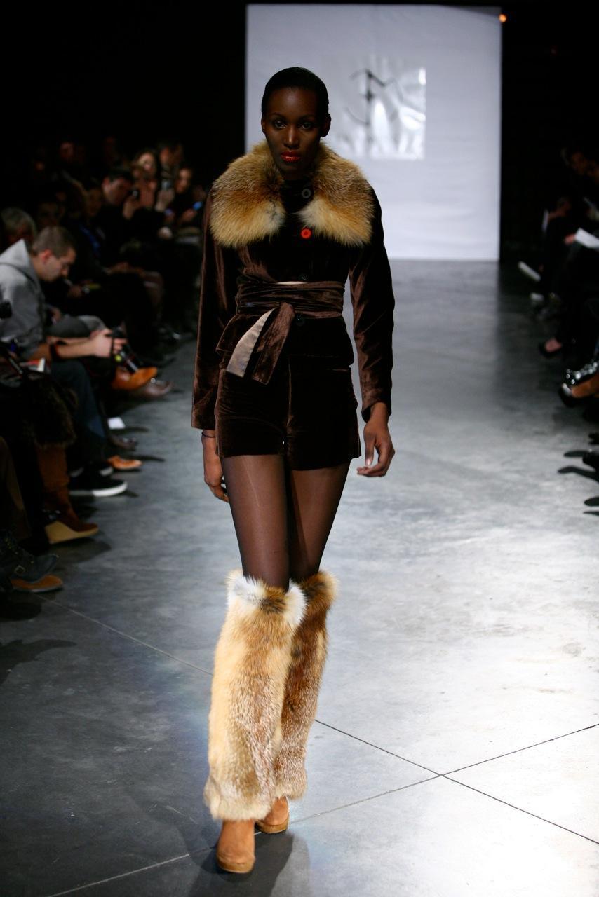 brązowy żakiet Eva Minge z futerkiem - kolekcja jesienno-zimowa