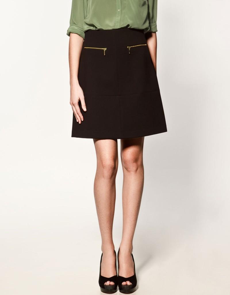czarna spódnica ZARA z zamkami - trendy na jesień-zimę