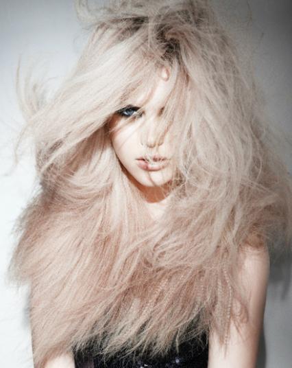 Karbowane włosy - fryzury