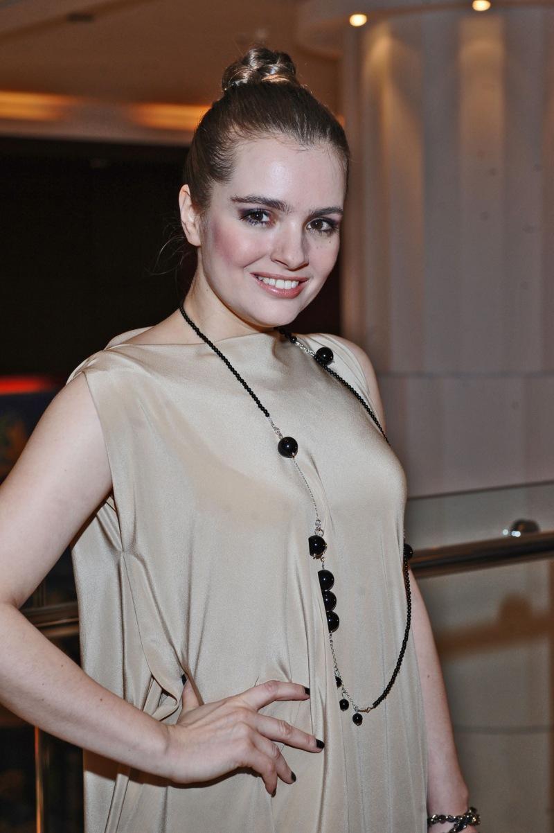Maria Niklińska - Karnawałowe uczesania