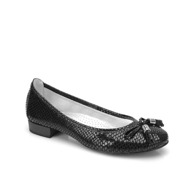 czarne czółenka Kazar - moda 2011