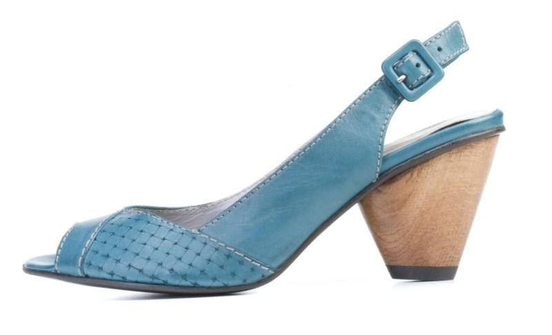 niebieskie sandałki Ryłko na obcasie - lato 2011