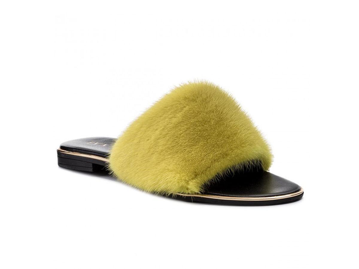 Żółte klapki z futerkiem, Eva Minge/eobuwie.pl, cena ok. 269,00 zł