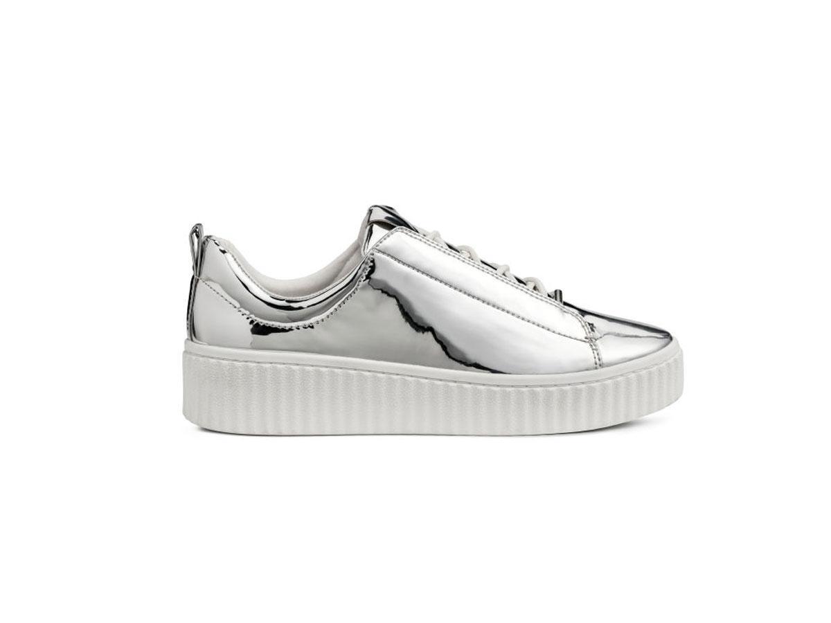 Srebrne sneakersy, H&M, cena ok. 129,90 zł