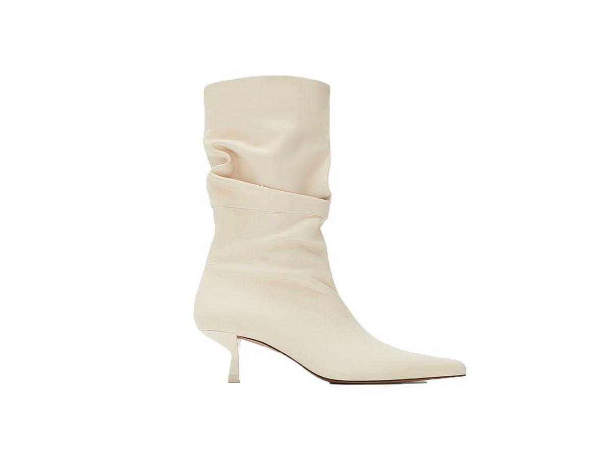 Białe kozaki na niskim obcasie, Zara, cena ok. 399,00 zł