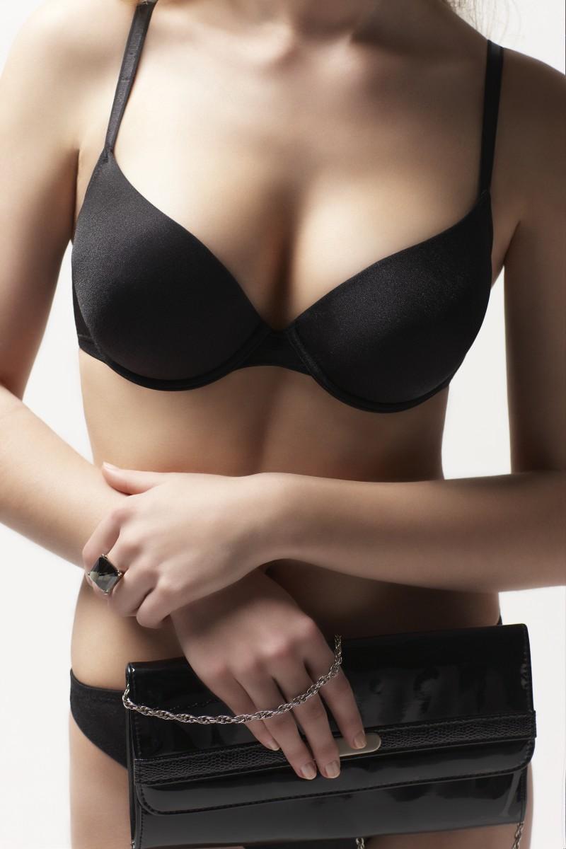 Фото грудь в черном лифчике #12