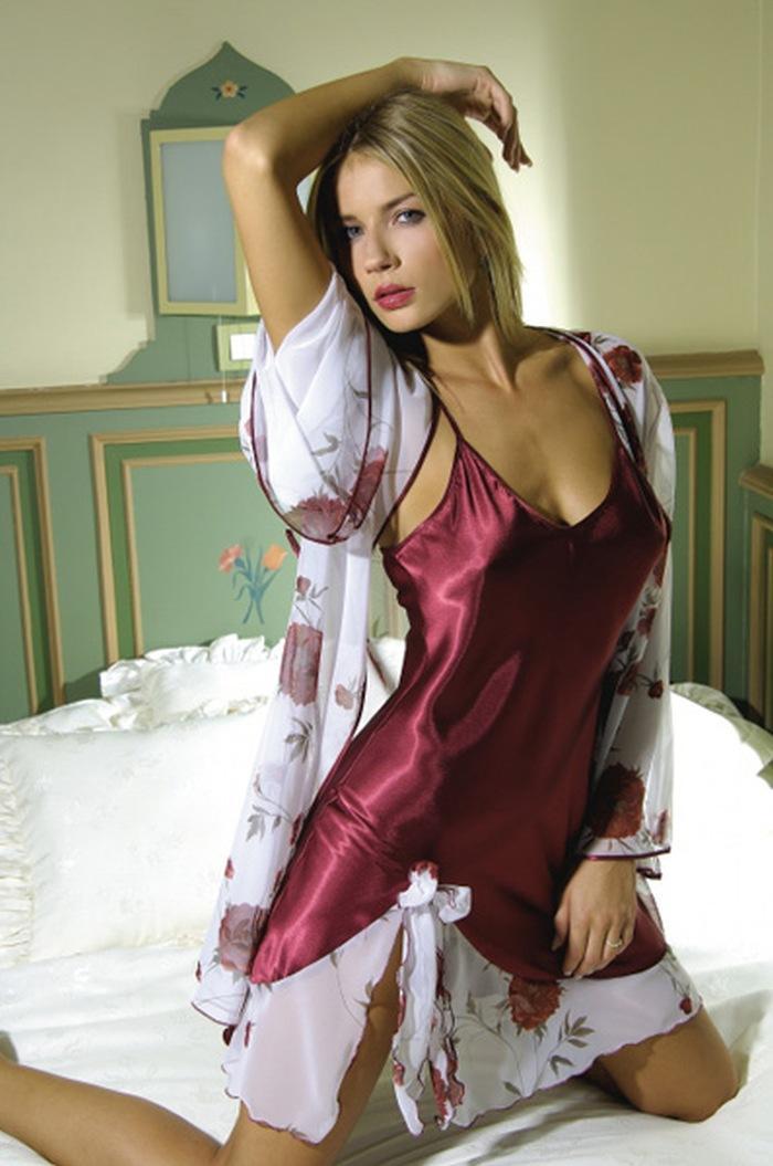 Секс с русской девушкой дома в халате
