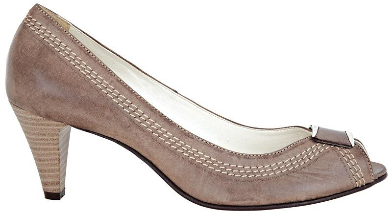 popielate pantofle Wojas - wiosna-lato 2011