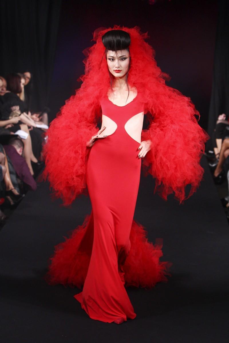 czerwona sukienka wieczorowa Eva Minge - wiosna/lato 2011