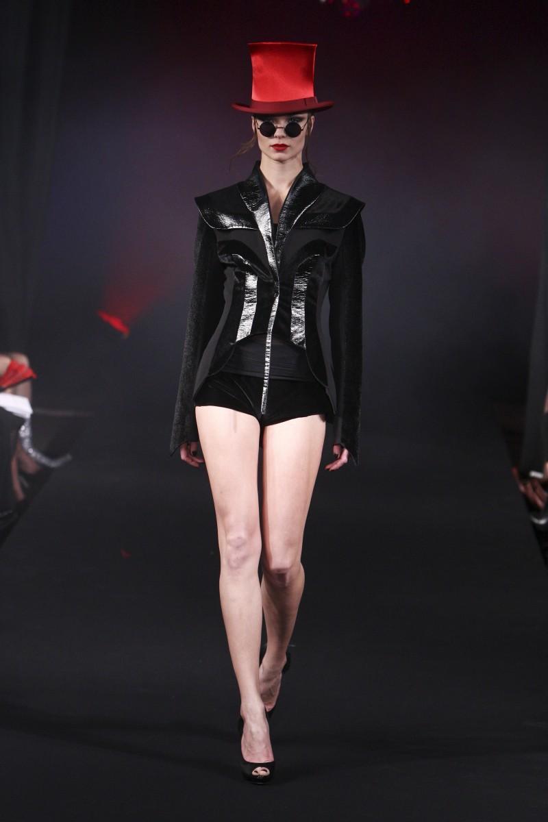 czarny gorset Eva Minge - wiosna/lato 2011