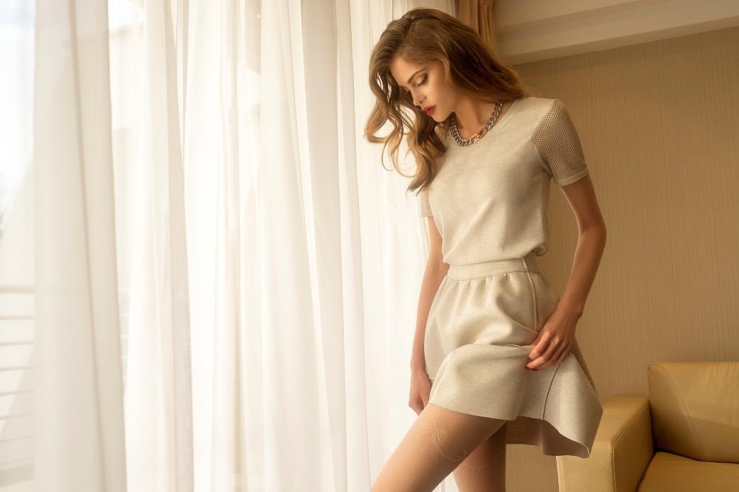 ecru sukienka Gatta
