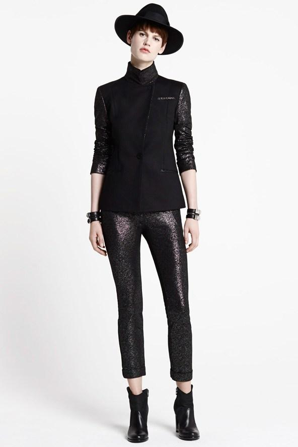 połyskliwe spodnie Karl Lagerfled w kolorze czarnym - trendy na jesień 2013