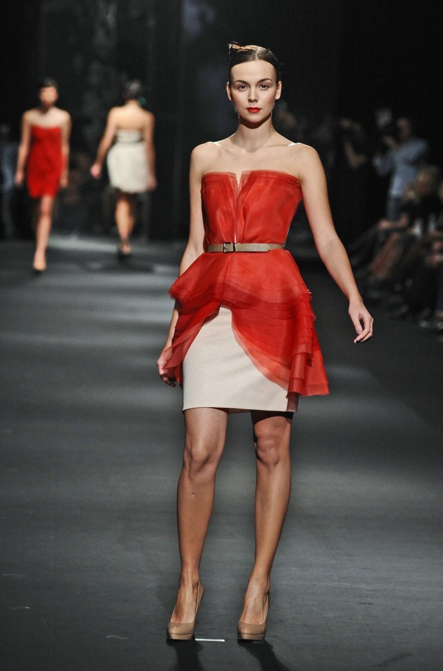 czerwona sukienka wieczorowa Zień - wiosna/lato 2011