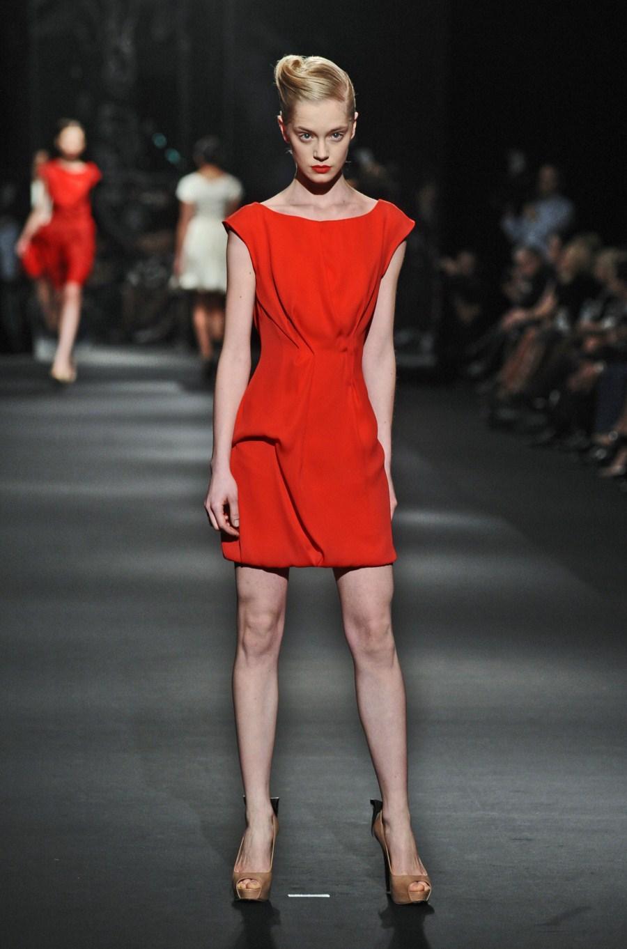 czerwona sukienka Zień - wiosna/lato 2011