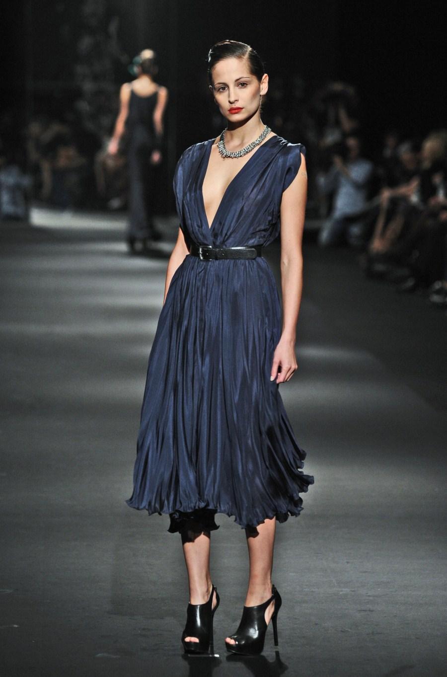granatowa sukienka wieczorowa Zień - wiosna/lato 2011