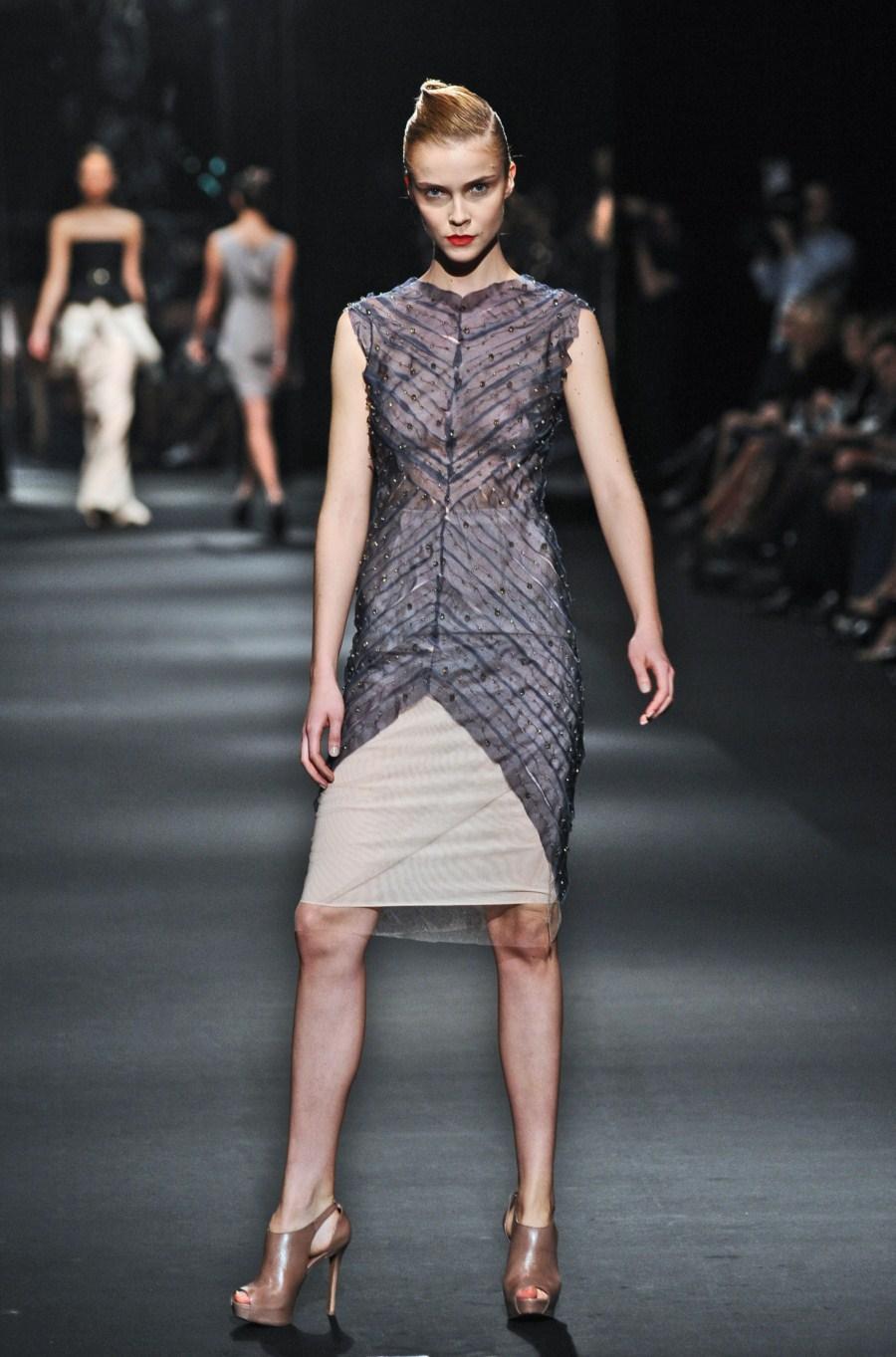 popielata sukienka wieczorowa Zień - wiosna/lato 2011