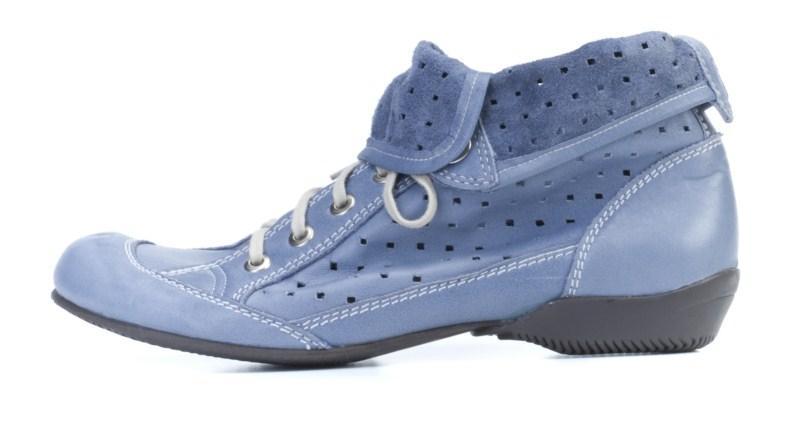 niebieskie pantofle Ryłko z zamszu sznurowane - wiosna 2011