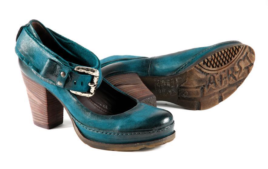 f671f77ce8668 Kolekcja obuwia damskiego Venezia w odcieniach zieleni i turkusu - jesień/ zima 2010. turkusowe ...