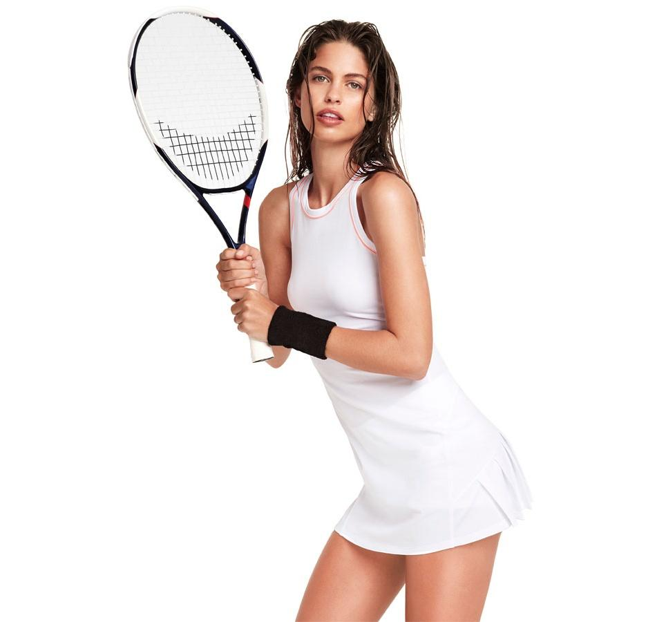 biała sukienka Oysho - sportowa kolekcja