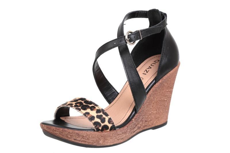 bd3ced66591f5 czarne sandały Quazi na koturnie - z kolekcji wiosna-lato 2011 ...