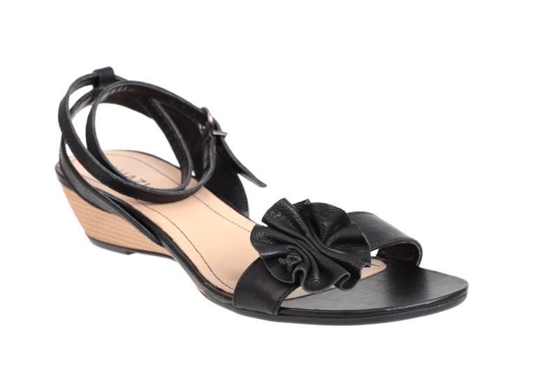 6cbe3522e284a czarne sandały Quazi z kwiatem - z kolekcji wiosna-lato 2011 ...