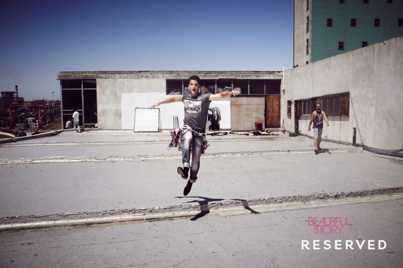 popielaty t-shirt Reserved z nadrukiem - wiosna/lato 2011