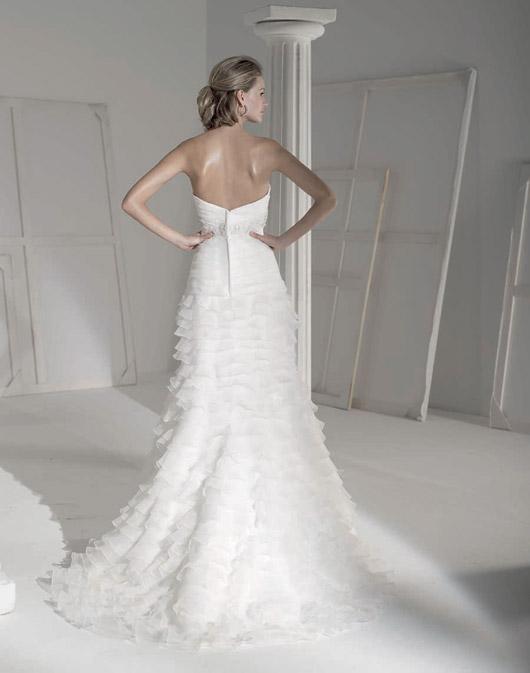 Kolekcja sukien ślubnych Fara Sposa 2009 - Zdjęcie 5