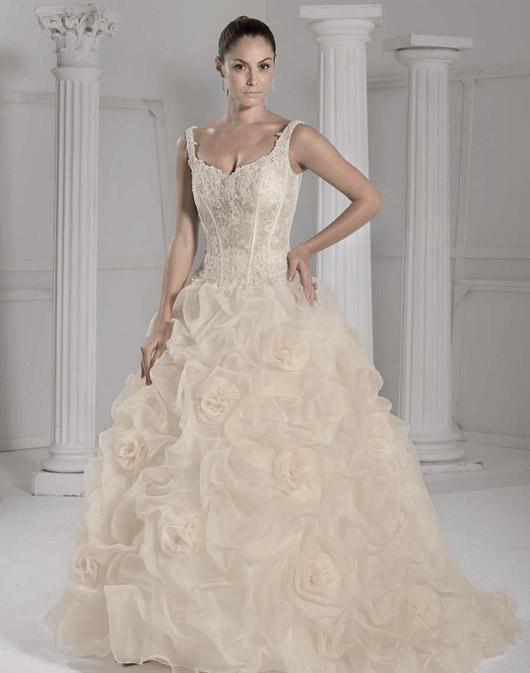 Kolekcja sukien ślubnych Fara Sposa 2009 - Zdjęcie 12