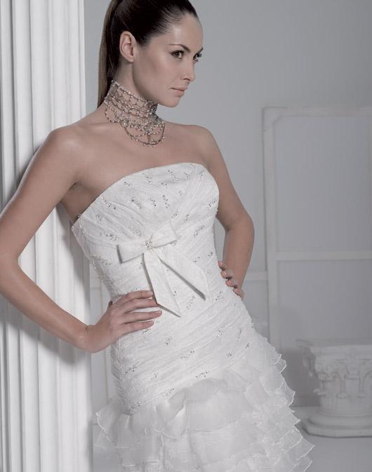 Kolekcja sukien ślubnych Fara Sposa 2009 - Zdjęcie 14