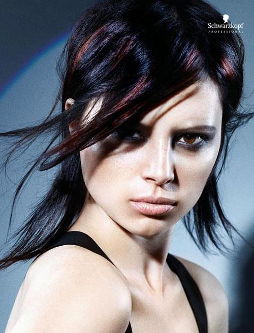 Brązowe włosy średniej długości z refleksami