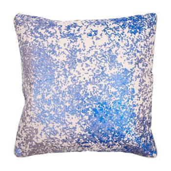 Wygodna wzorzysta poduszka w kolorze niebieskim -trendy wnętrzarskie 2013