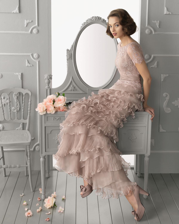 fa7e6237a7 jasnoróżowa suknia Aire Barcelona z falbanami - Kolorowe suknie ...