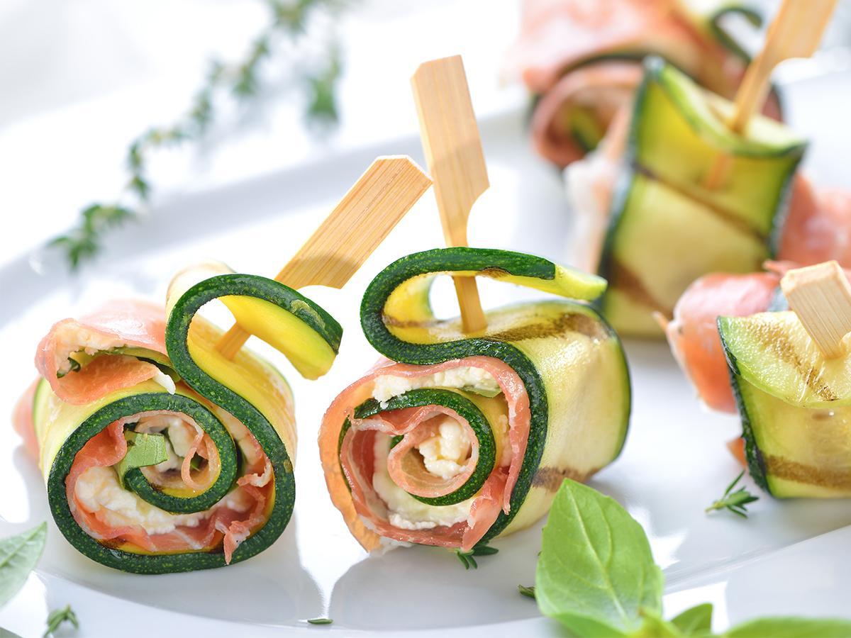 koreczki na imprezę z łososiem i cukinią
