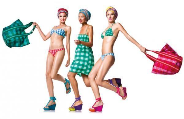 Kostiumy kąpielowe i sukienki plażowe Benetton 2012