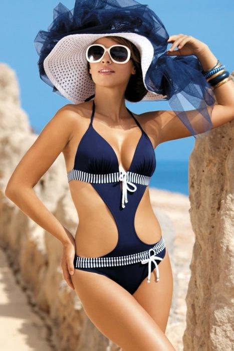 Kostiumy kąpielowe w stylu marynarskim