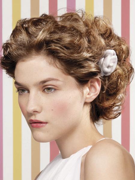 Kręcone Włosy Z Kwiatkiem Loreal Professionnel Krótkie