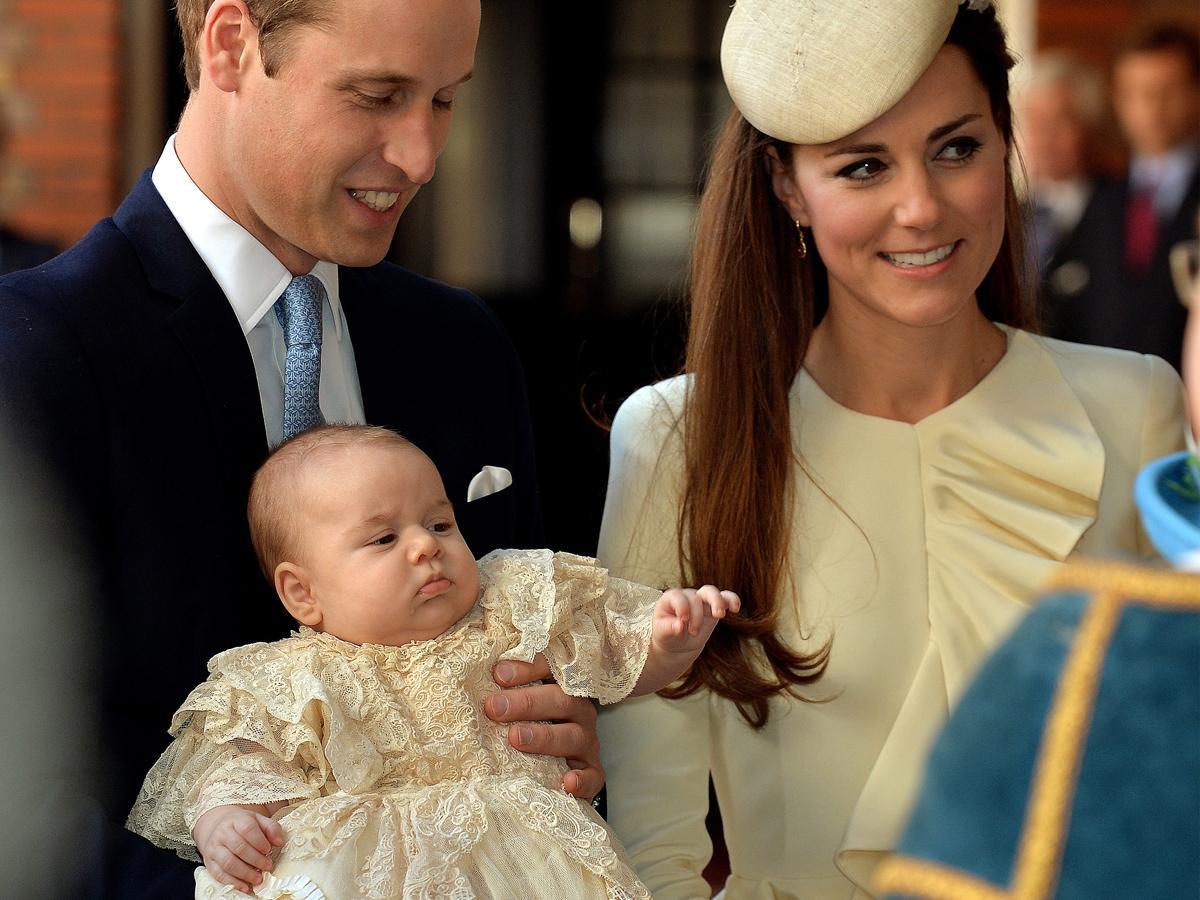 Książę George poszedł do szkoły! Kto mu towarzyszył i jak wyglądał? [zdjęcia]