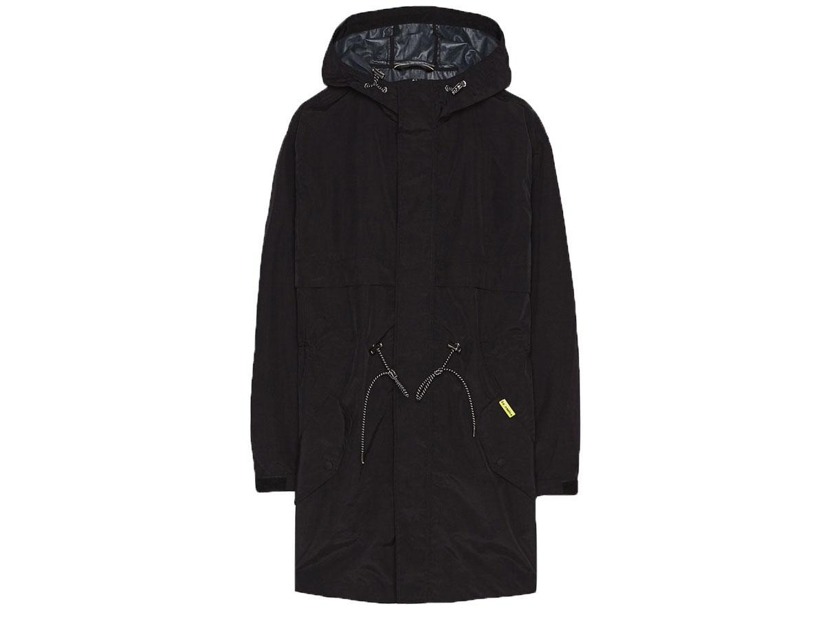 Nieprzemakalna kurtka przeciwdeszczowa, Bershka, cena ok. 159,00 zł