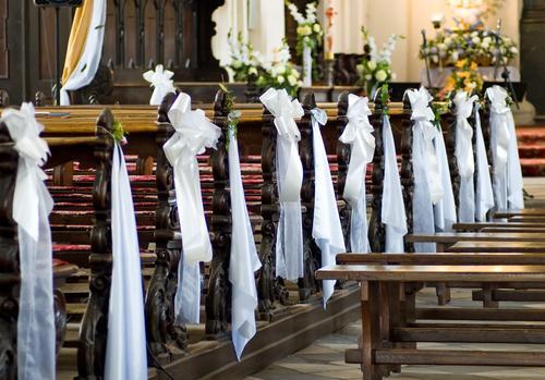 Kwiatowe dekoracje ślubne w kościele - galeria