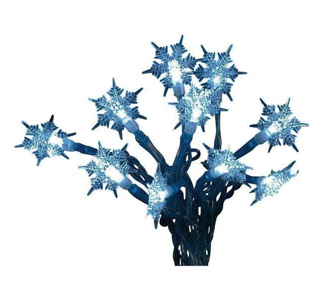 Niebieskie lampki choinkowe w jakże modnym kształcie płatków śniegu. www.conrad.pl, 29 zł.