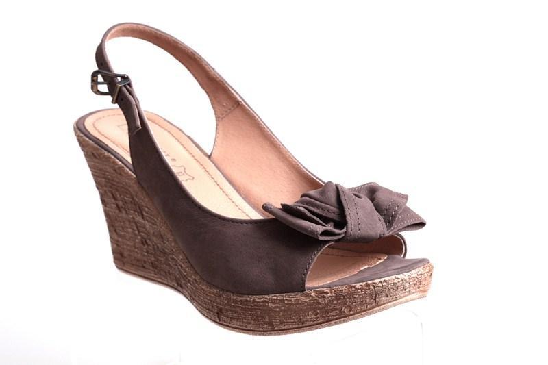 b78c037d437e55 brązowe sandały CCC na koturnie - trendy wiosna-lato - Lasocki dla ...