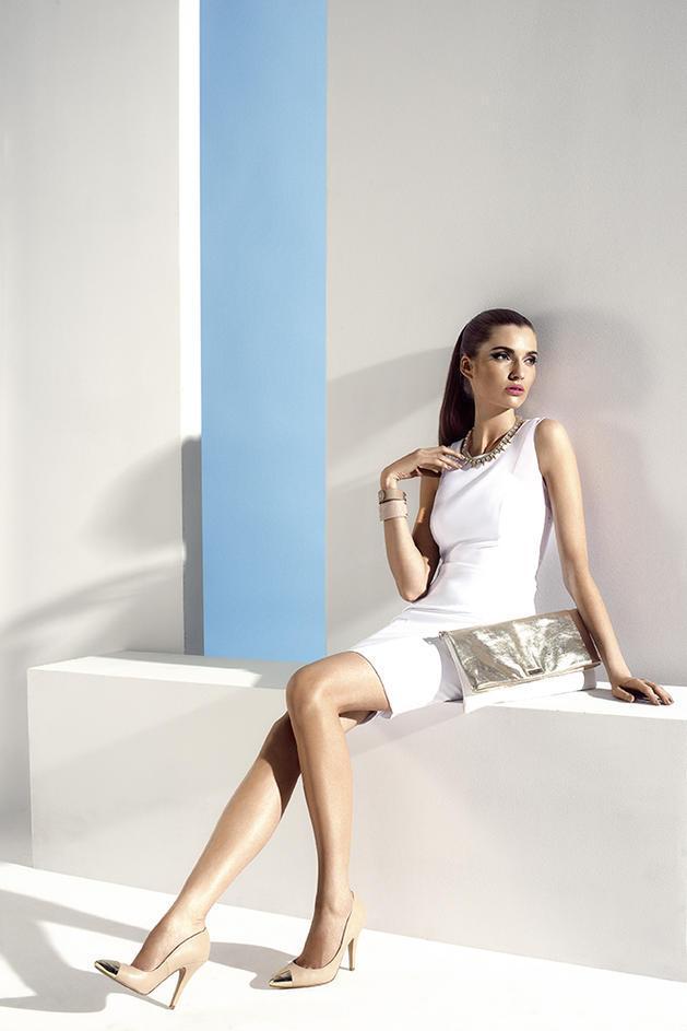 sukienka Mohito w kolorze białym - letnie trendy