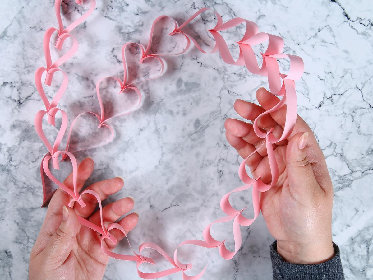 Walentynkowy łańcuch z serduszek