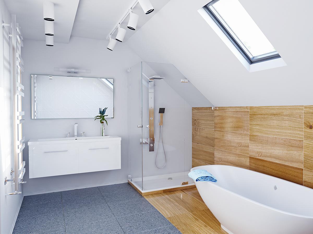 łazienka na poddaszu z wanną i prysznicem projekt