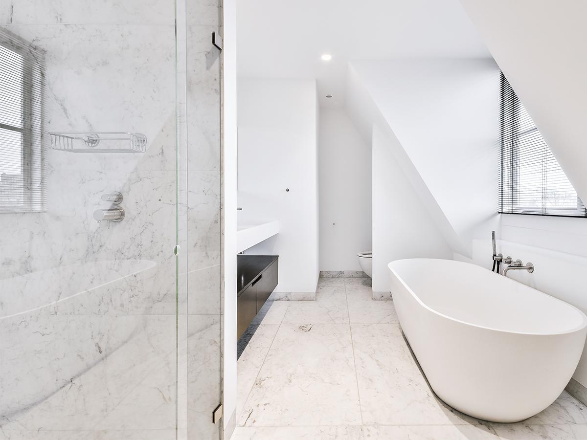 łazienka na poddaszu projekt