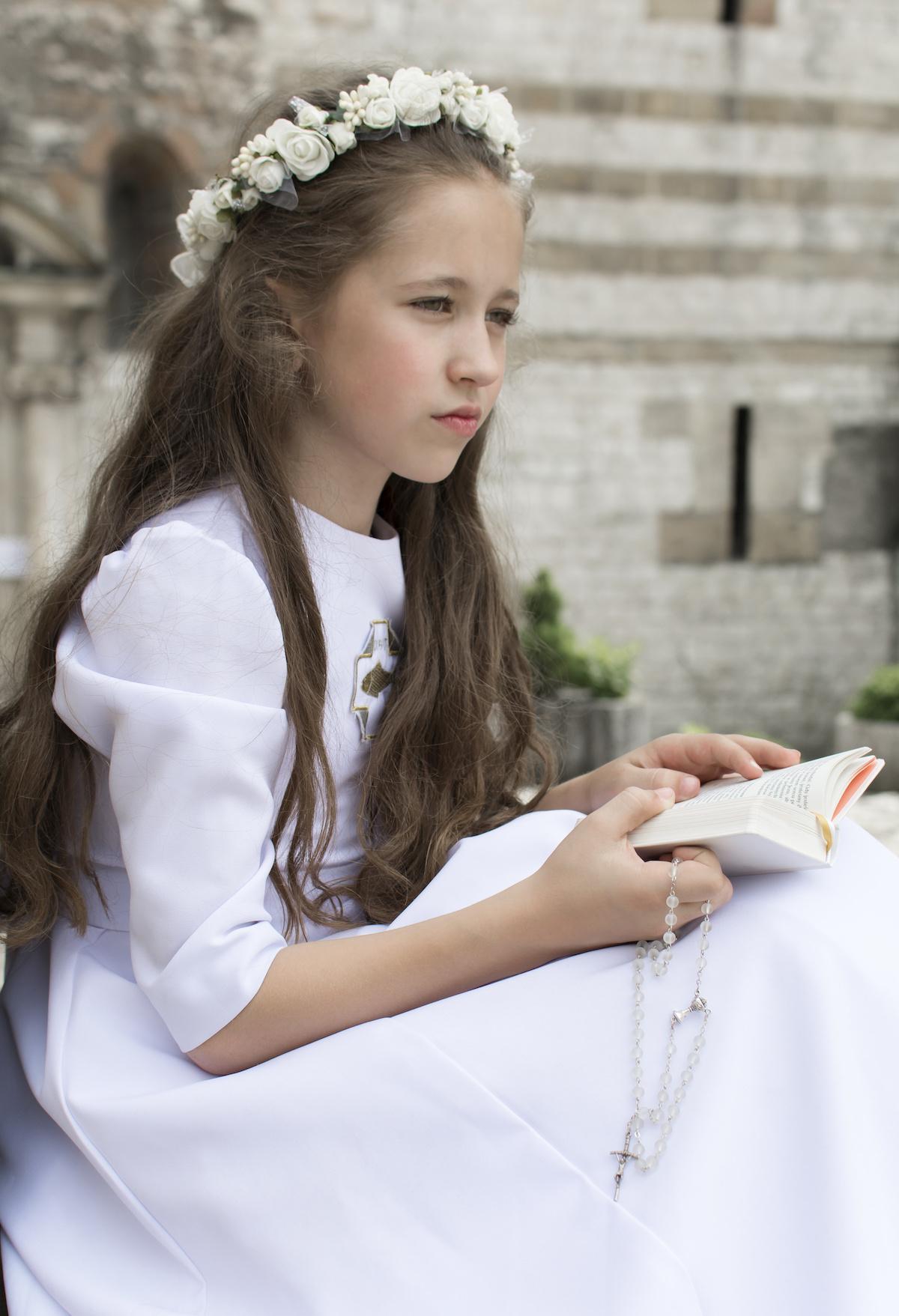 b2a2fdbbd9 Fryzury komunijne dla dziewczynek - Najpiękniejsze fryzury komunijne ...