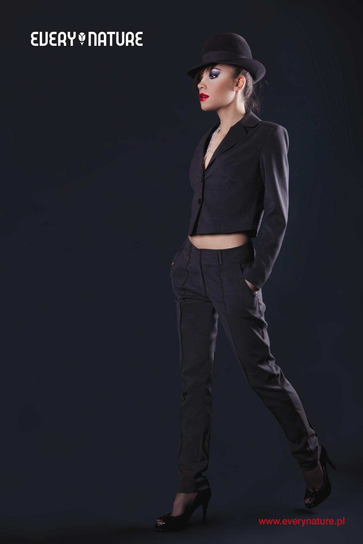 Lepsza spódnica czy spodnie?