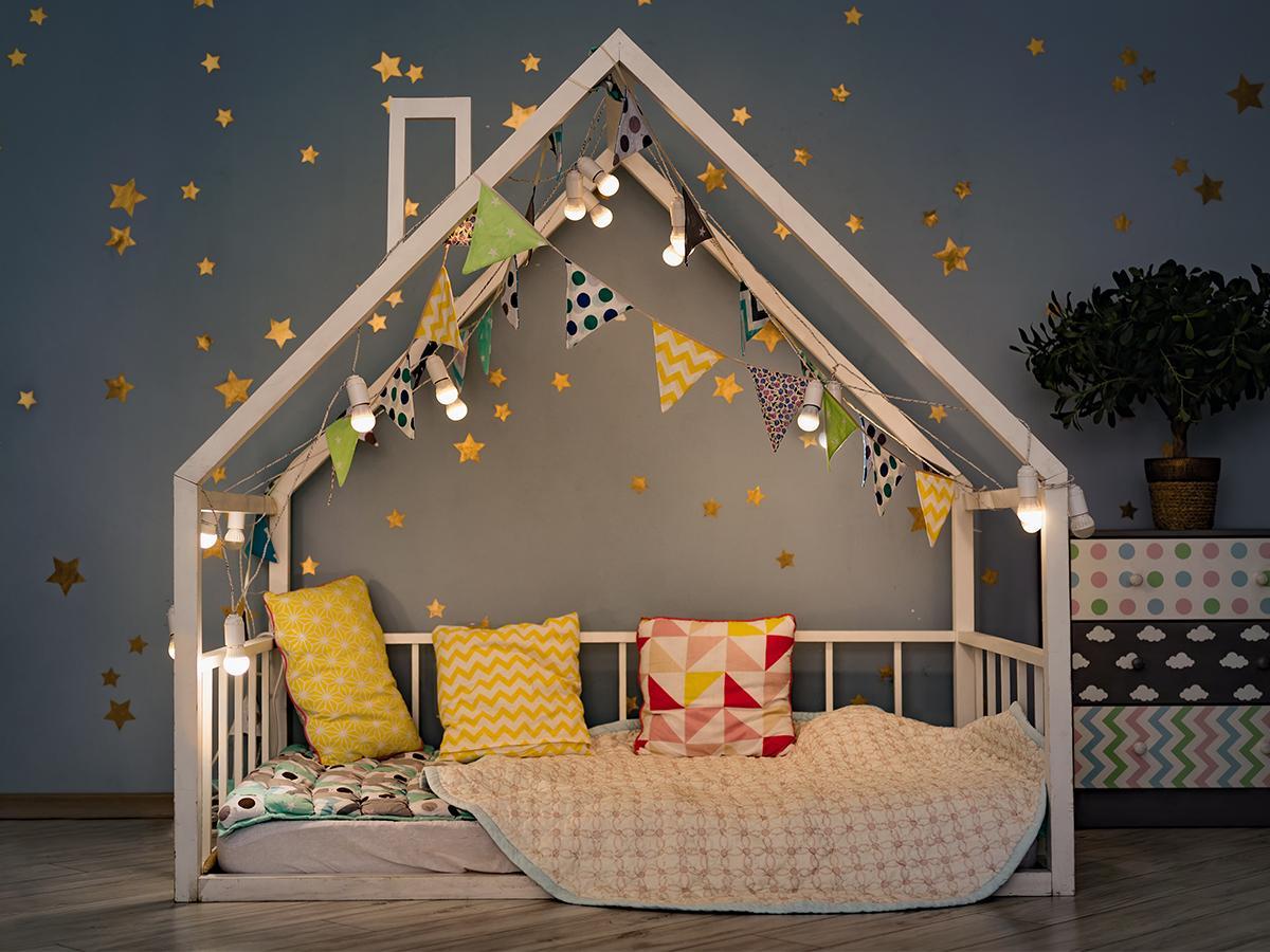 dekoracje łóżka domek