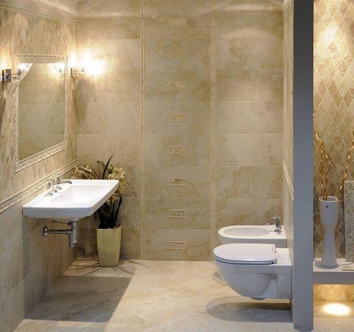 Piękna łazienka w kolorze ecru z biała armaturą  -trendy 2013